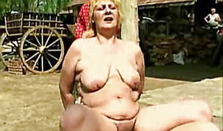एक सुनहरे बालों वाली औरत के क्षतिग्रस्त सेक्स मूवी एचडी में छेद में कमबख्त