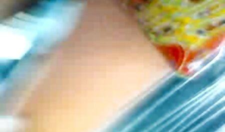 रंग हिंदी मूवी सेक्सी मूवी स्वेटर, बेटा, बोल्ट में और उसके मुंह में गोली मार
