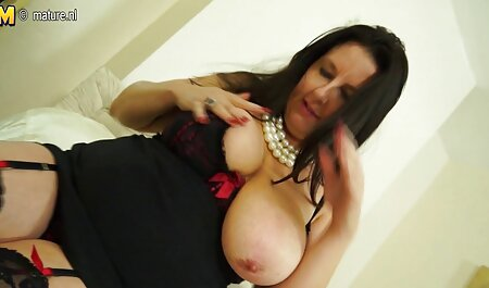 सफेद पोशाक और मोज़ा में दुल्हन बाथरूम सेक्सी फिल्म वीडियो फुल में दूल्हे के दोस्त के लिए योनि में दिया जाता है