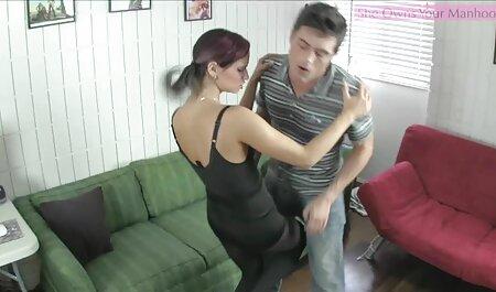 एक टी शर्ट के एचडी सेक्सी मूवी हिंदी साथ काली औरत, आदमी की नोक चाट लिया और उसे उसे रसोई घर के लिए भेज