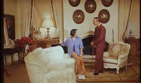 पायलट टोपी सेक्सी हिंदी सेक्सी मूवी एक आदमी चलना और तुरंत एक शाखा पर उसके मुंह लिया