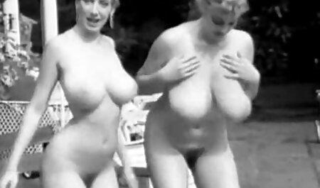 सेक्स करने से पहले उसके हाथ पर टैटू, उसकी माँ सेक्सी वीडियो मूवी पिक्चर की उंगलियों, एंजेला सफेद के साथ आदमी