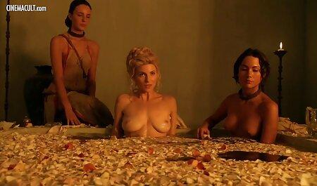 कास्टिंग पर कैमरे सेक्सी हिंदी फुल मूवी के सामने नग्न