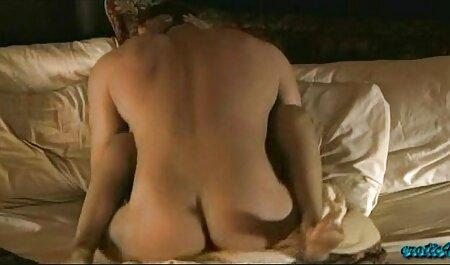 पत्नी, जो सेक्सी वीडियो फुल फिल्म बेडरूम में सो रहा था