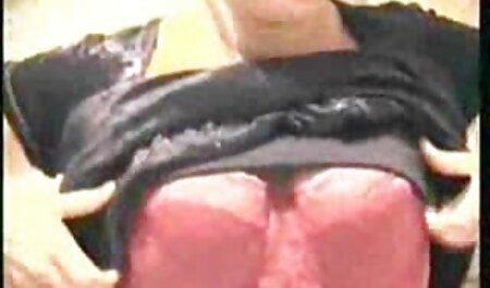 गोरा, ईर्ष्या एक आदमी कपड़ा करने फुल हिंदी सेक्स मूवी के लिए करता है, ,
