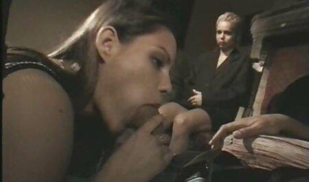 यह सेक्सी मूवी हिंदी में सेक्सी मूवी समाप्त करने के लिए एक जवान औरत, शॉर्ट्स, उसके गाल पर एक गाल लेता है