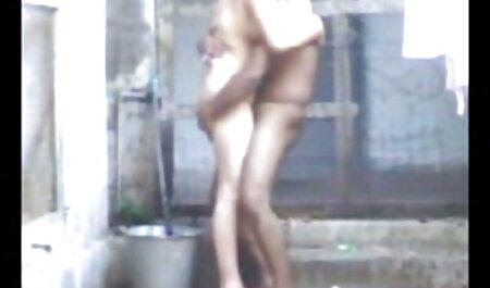 हाथ की जोड़ी और वह चूसने शुरू कर दिया हिंदी इंग्लिश सेक्सी मूवी